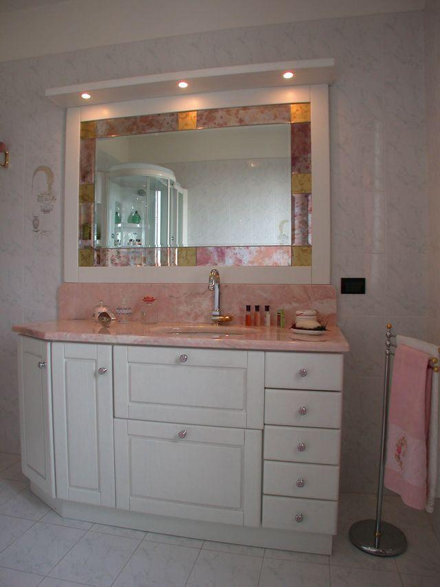 Mobili bagno con piastrelle rosa idee creative di for Arredo bagno in muratura