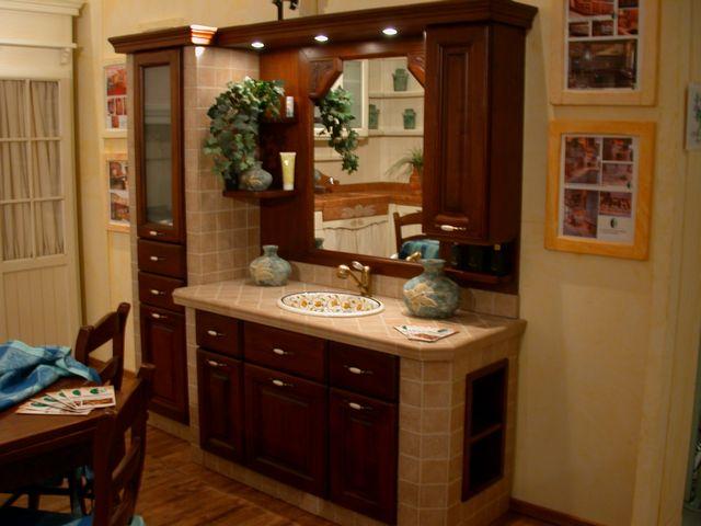 Bagno in muratura in noce contado roberto group cucine - Mobili in muratura per bagno ...
