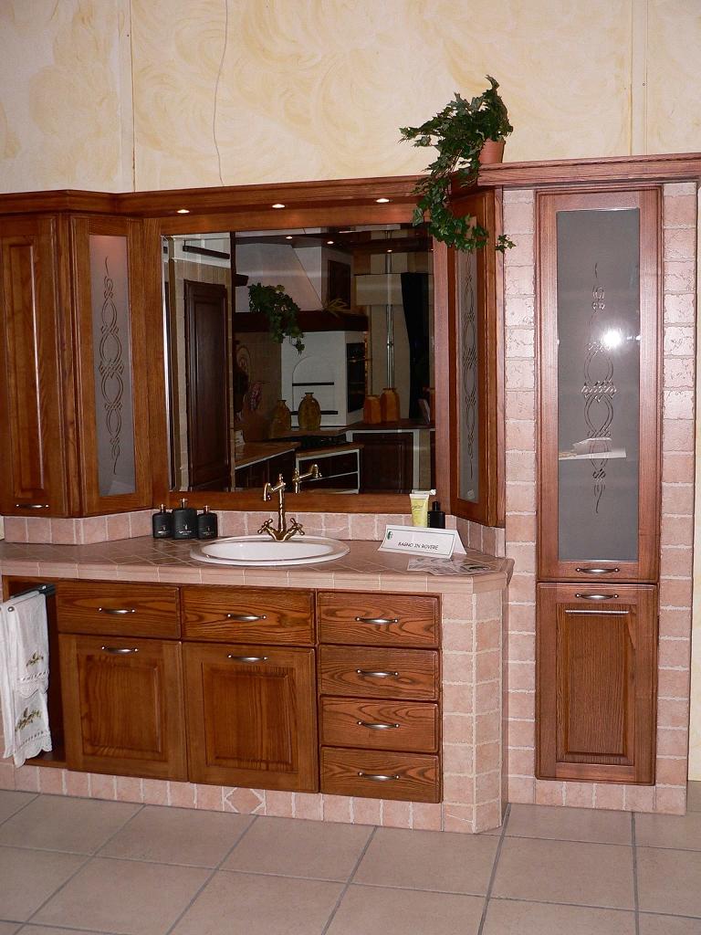 Bagno in muratura moderno idee per il design della casa - Cucine e bagni ...