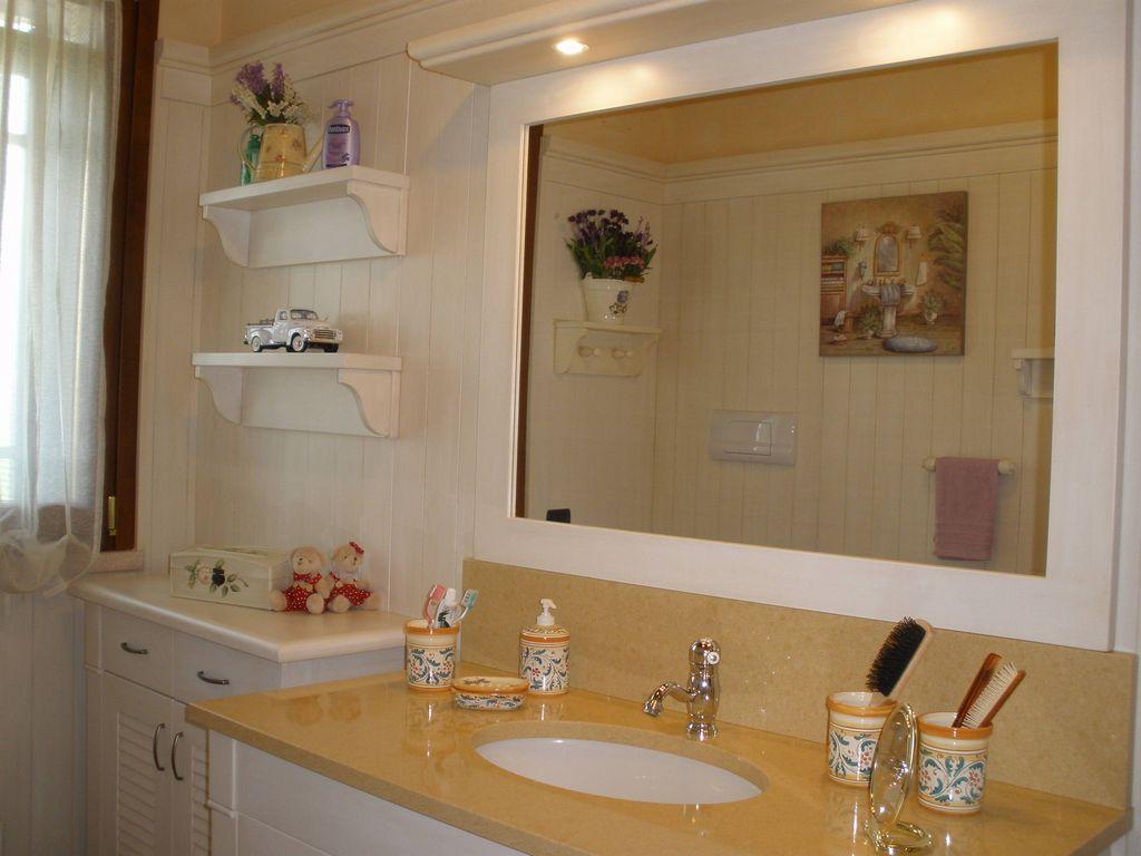 Bagno laccato con boiserie contado roberto group - Boiserie bagno valentino ...