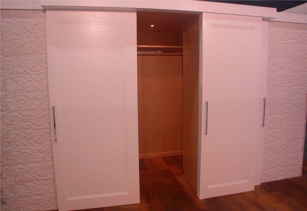 Camera da letto moderna con cabina armadio contado for Camera da letto in stile cabina