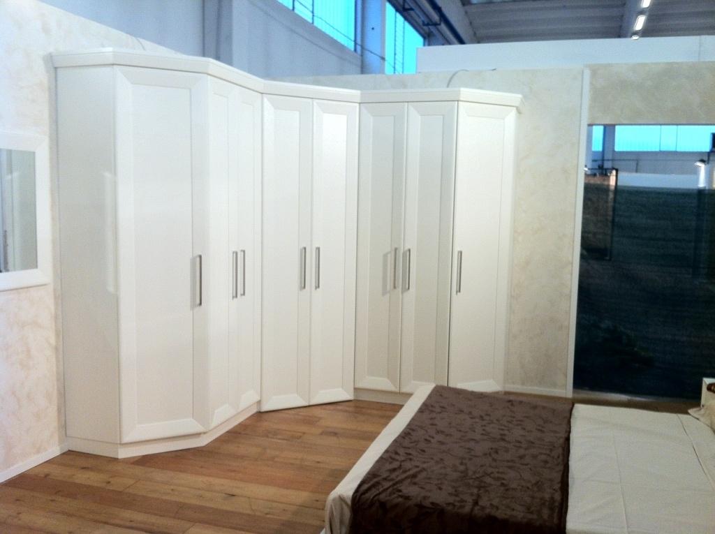 Camera da letto con cabina armadio ad angolo contado for 3 camere da letto 3 piani del bagno
