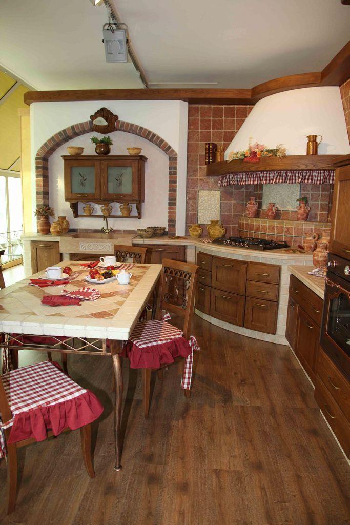 Cucina in muratura casolare contado roberto group cucine e arredamenti su misura in legno - Cucine angolo cottura ...