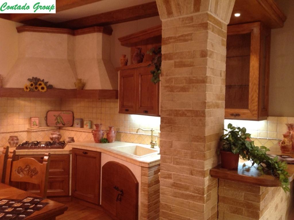 Cucina in Muratura in Legno Massello di Pino | Contado Roberto Group ...