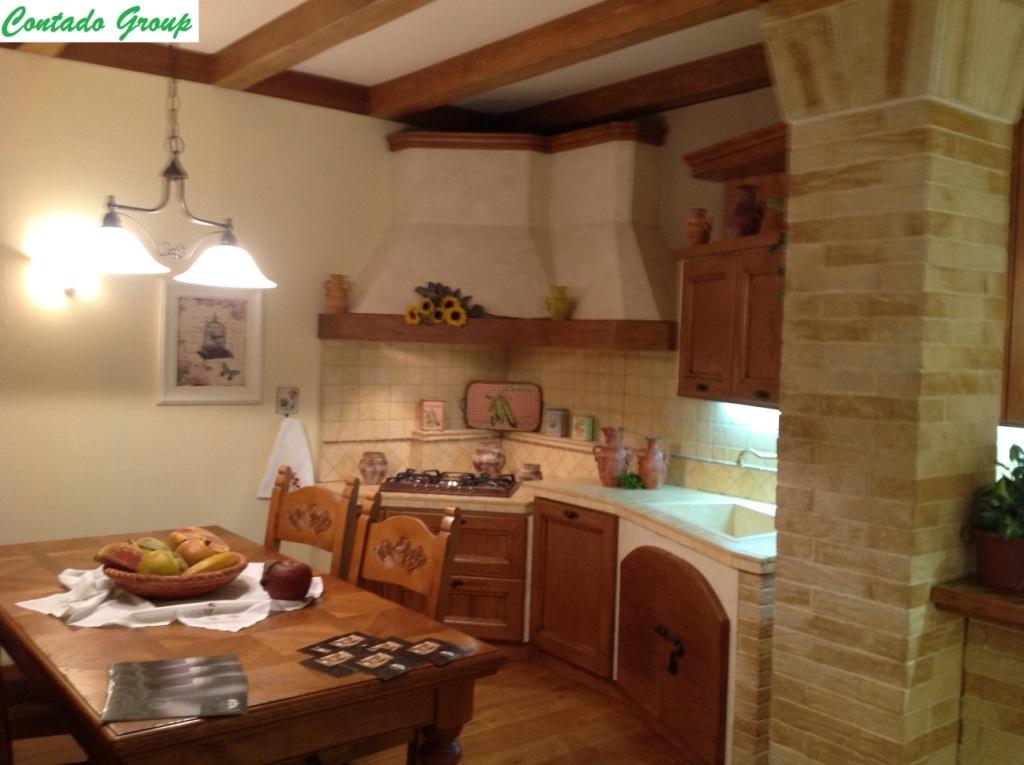 Cucina in muratura in legno massello di pino contado - Cucinini in muratura ...
