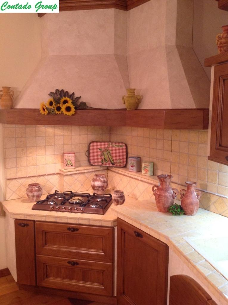 Cucina in muratura in legno massello di pino contado roberto group cucine e arredamenti su - Mobili in pino di svezia ...