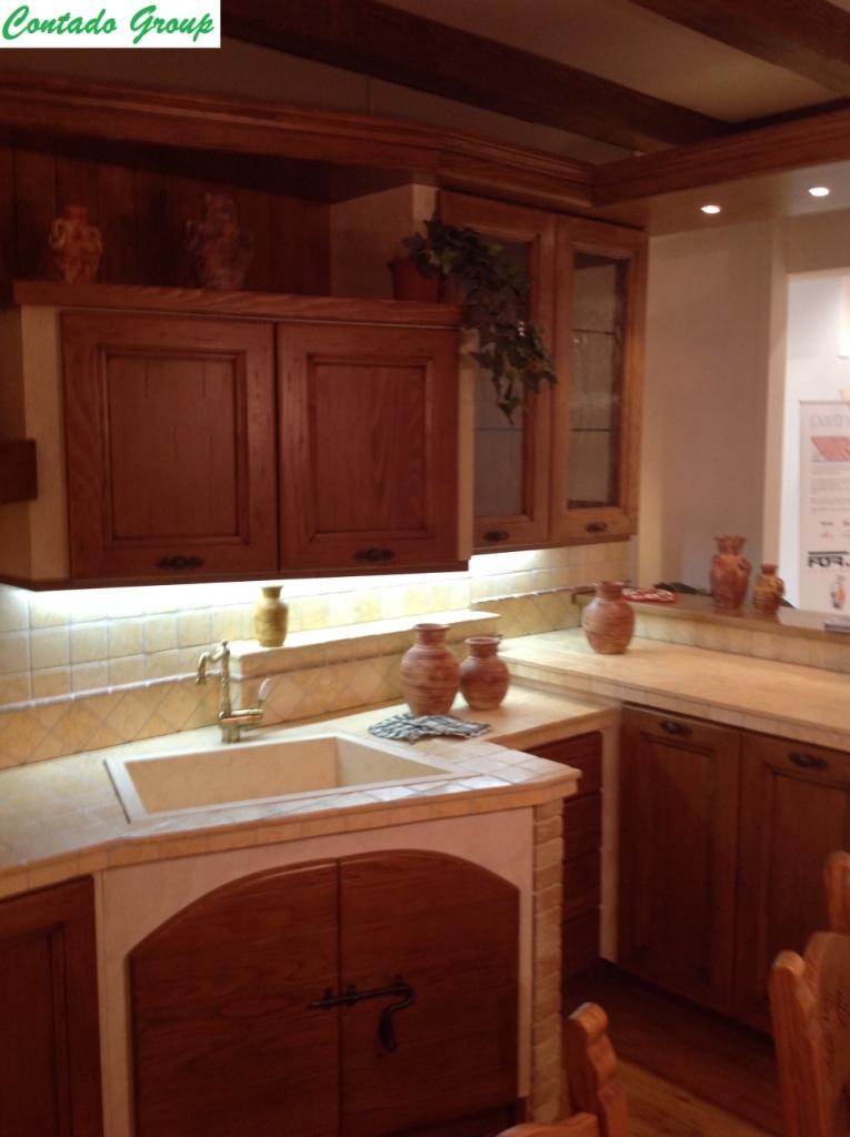 Cucina in muratura in legno massello di pino contado roberto group cucine e arredamenti su - Mobili in legno di pino ...