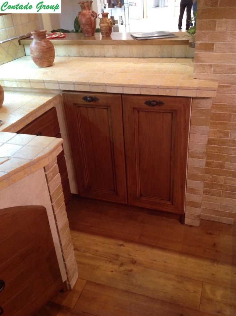 Cucina in muratura in legno massello di pino contado - Cucina di muratura ...