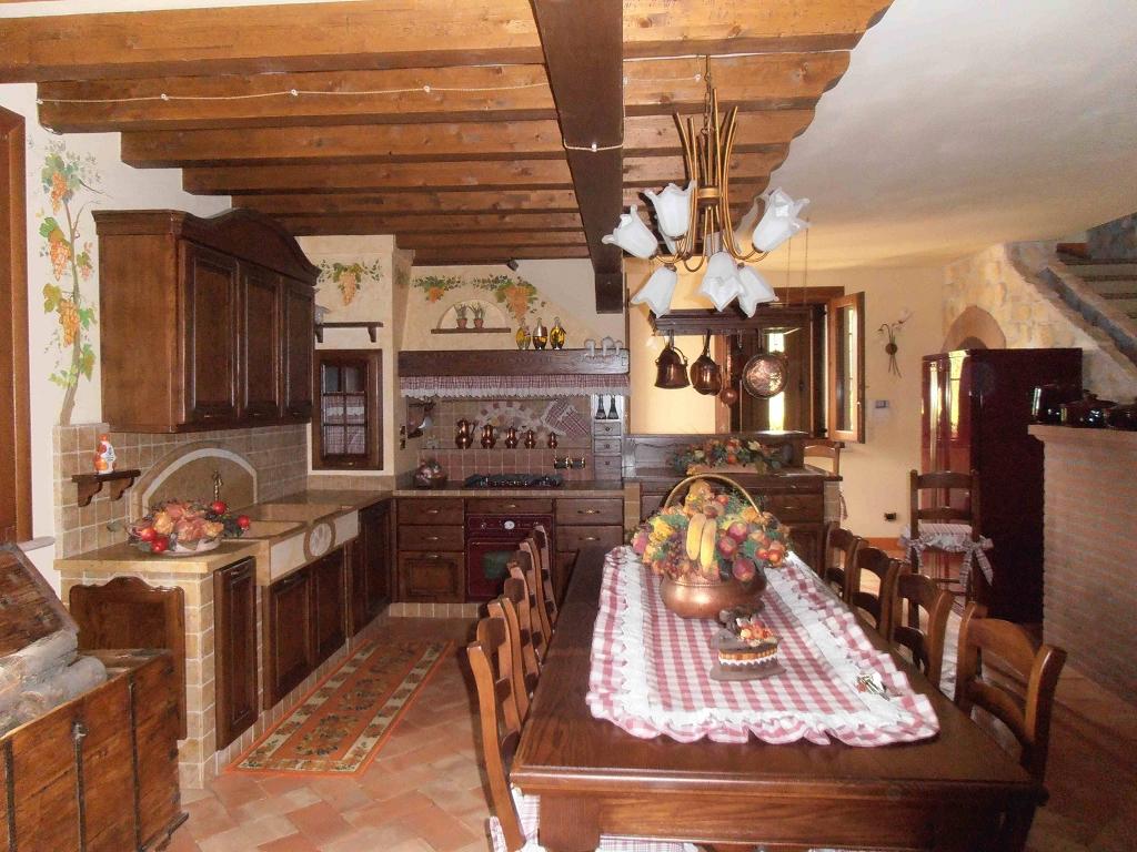 Cucina in muratura la vigna contado roberto group cucine e arredamenti su misura in legno - Progetti cucine in muratura ...