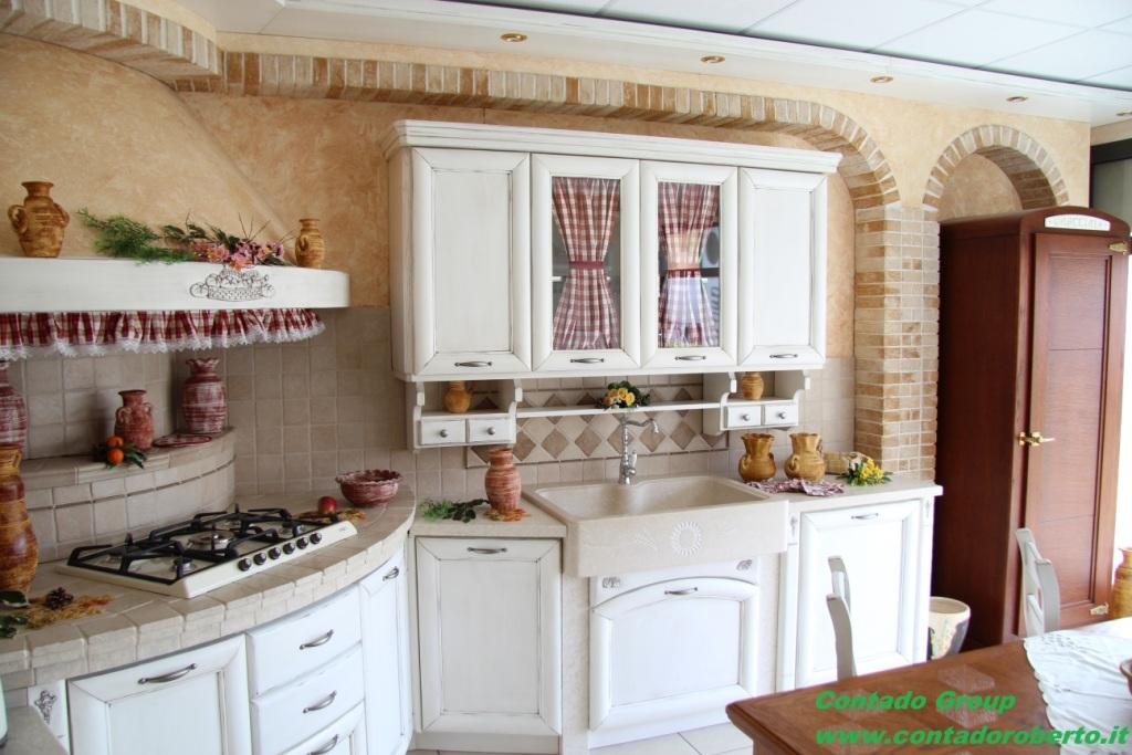 Cucina in muratura provenzale contado roberto group cucine e arredamenti su misura in legno - Cucinini in muratura ...