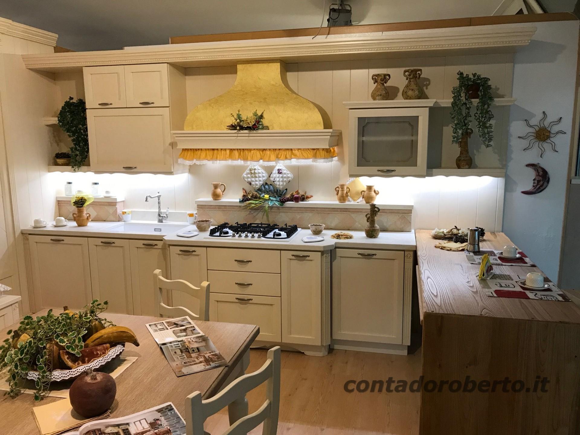 cucina-in-legno-country-elegante.jpg