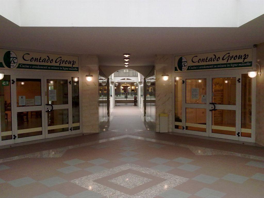 negozio-affi-contado-roberto-group.jpg