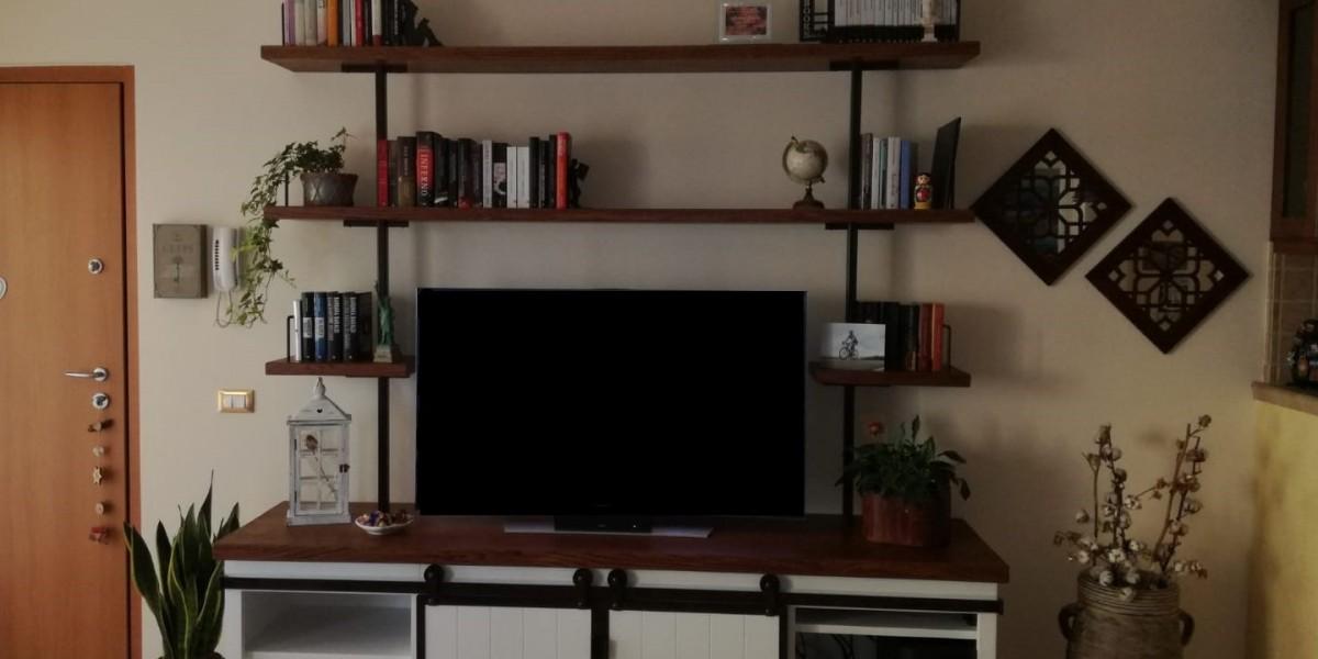 soggiorno-in-legno-a-misura-con-inserti-in-ferro-battuto.jpg